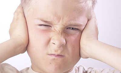 kids-closing-both-ears-with-hands-because-of-pain-in-plane